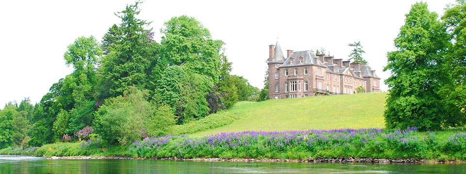 Country House to rent on river Tay